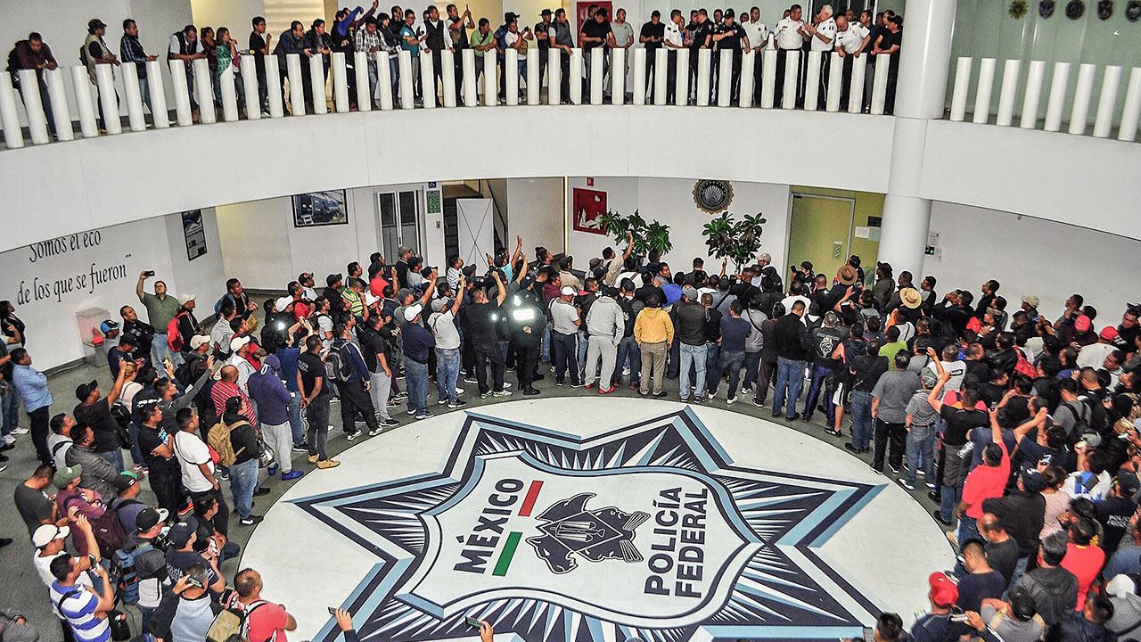 PFs cancelan marcha al AICM; unos no tienen dinero ni para ir a protestar, afirman