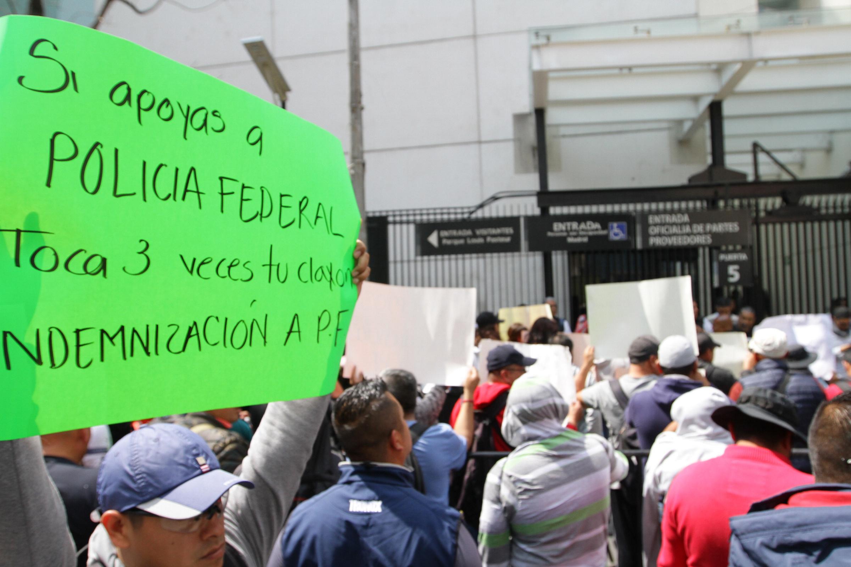 Policías protestan afuera del Senado y buscan reunión con legisladores