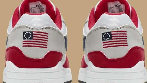 Queja de Kaepernick cancela producción de tenis 'históricos' y manda a Nike a la baja