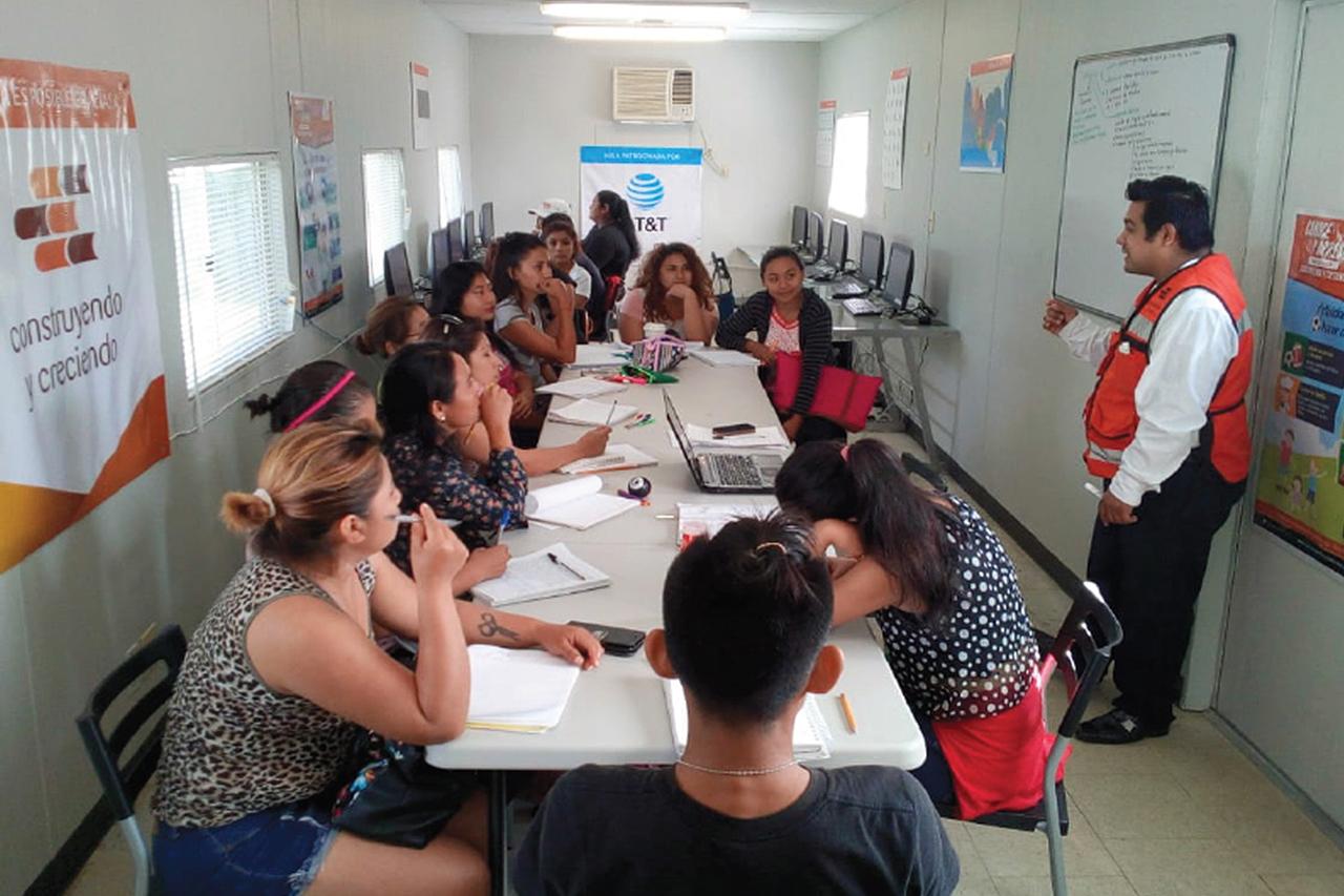 Cómo las aulas móviles pueden ayudar a cerrar la brecha digital