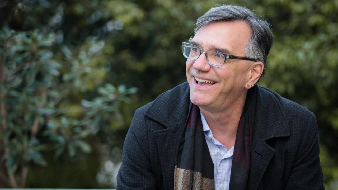 La tecnología debe volverse más humana y sensible al trabajo de la gente: Bill Burnett