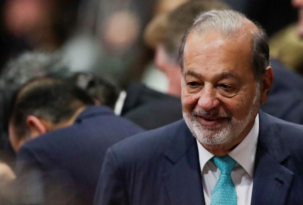 Carlos Slim llega al Zócalo capitalino para escuchar mensaje de AMLO