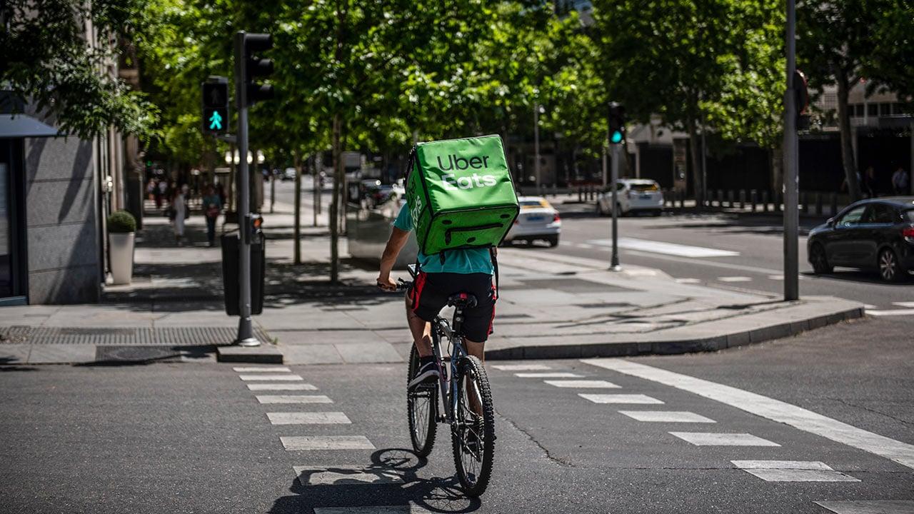 Uber Eats se va de Argentina en medio de éxodo empresarial