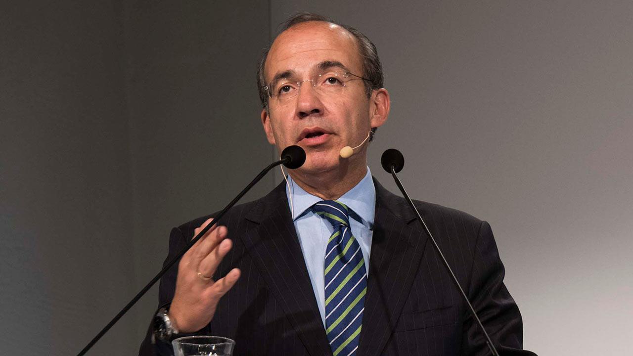 Calderón niega haber amenazado a ministros de la SCJN