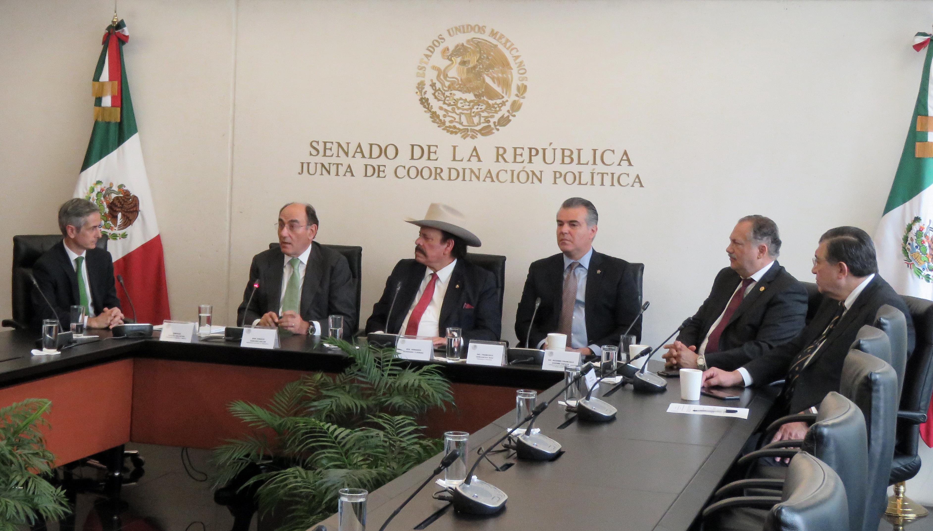 La española Iberdrola respalda la política energética de AMLO
