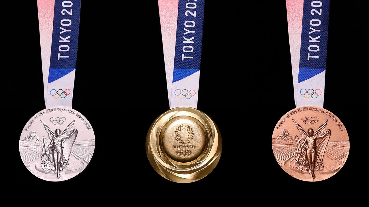 Japón presenta medallas olímpicas fabricadas con chatarra tecnológica