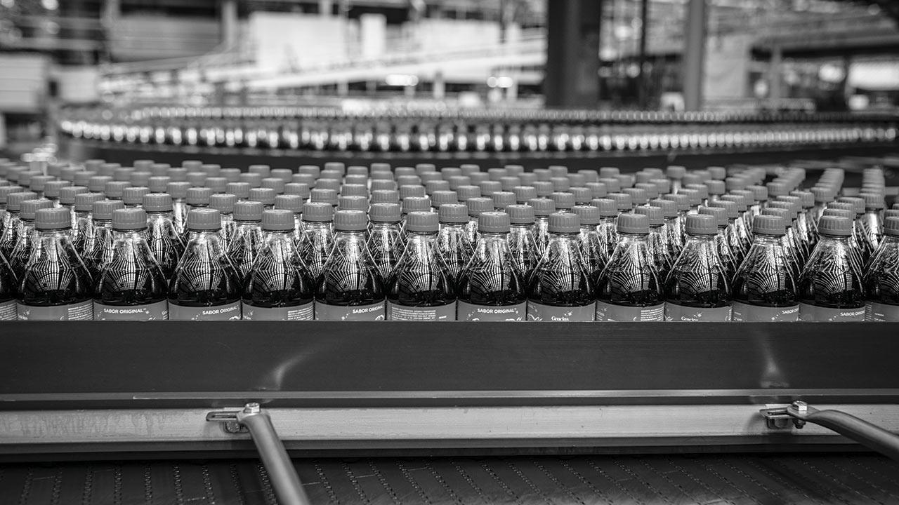 Envases retornables y de presentación familiar 'impulsan' a Coca-Cola Femsa y Arca Continental