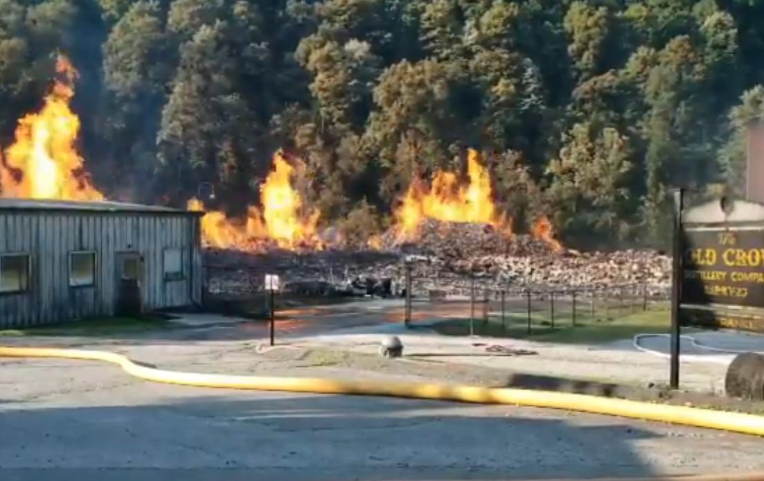 Incendio derrumba almacén de Jim Beam en Kentucky: no afectará suministro