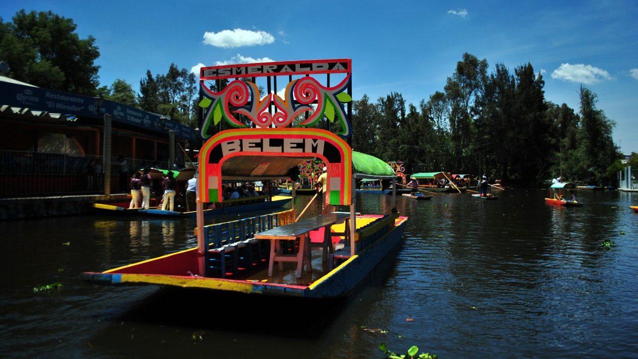 Las trajineras de Xochimilco tienen nuevo 'reglamento' para consumo de alcohol