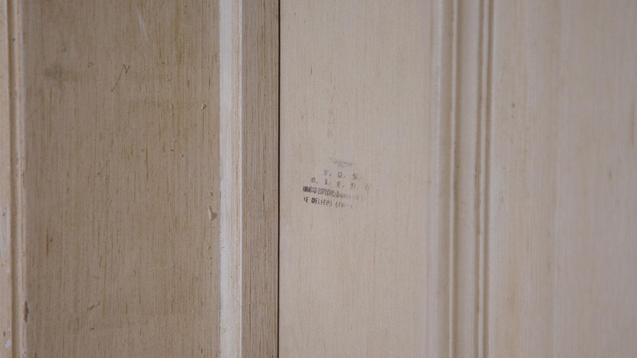 Puerta del cuarto en el que se encontraron 206 millones de pesos en efectivo en 2007. Foto: Arturo Luna/Forbes México