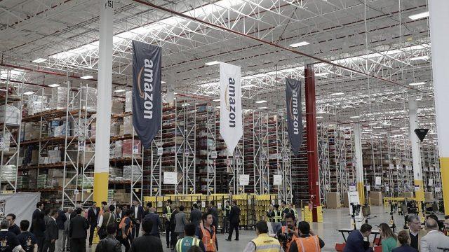 Amazon inaugura en México centro de distribución más grande de AL