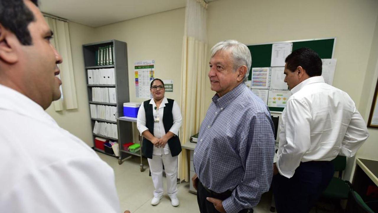 Faltan 123,000 médicos en el país: AMLO