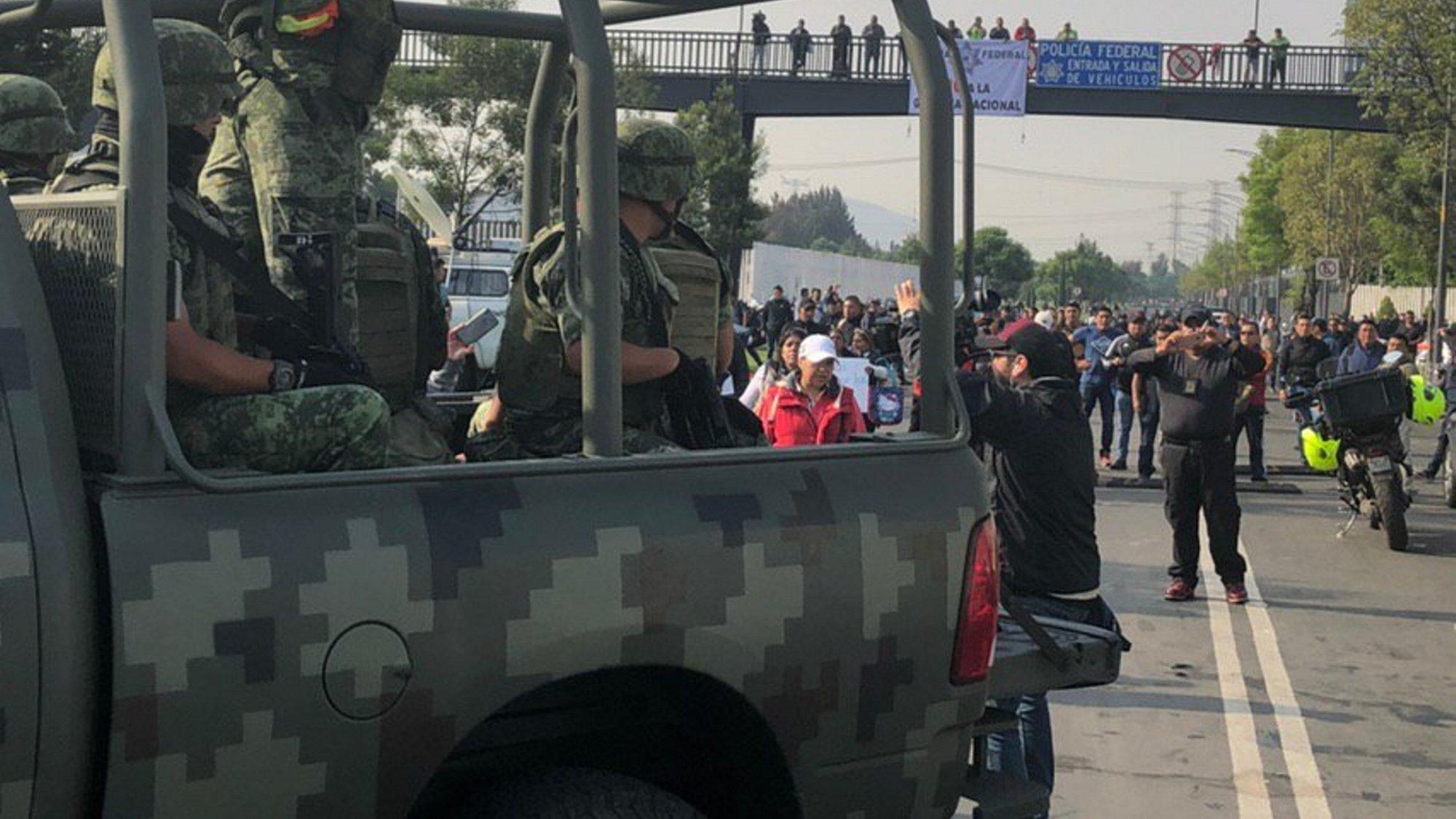 Llegada de militares a sede de Policía Federal causa minutos de tensión