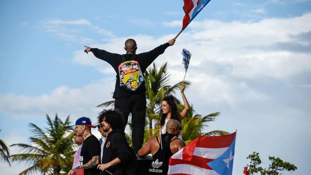 Bad Bunny pone pausa a su carrera para unirse a las protestas en Puerto Rico
