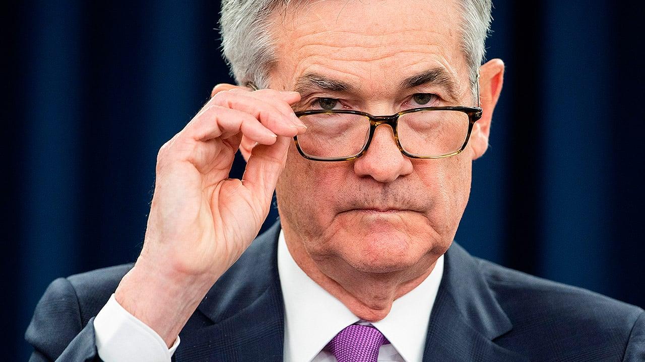 Jefe de la Fed ve camino 'muy incierto' para economía de EU pese a las mejorías
