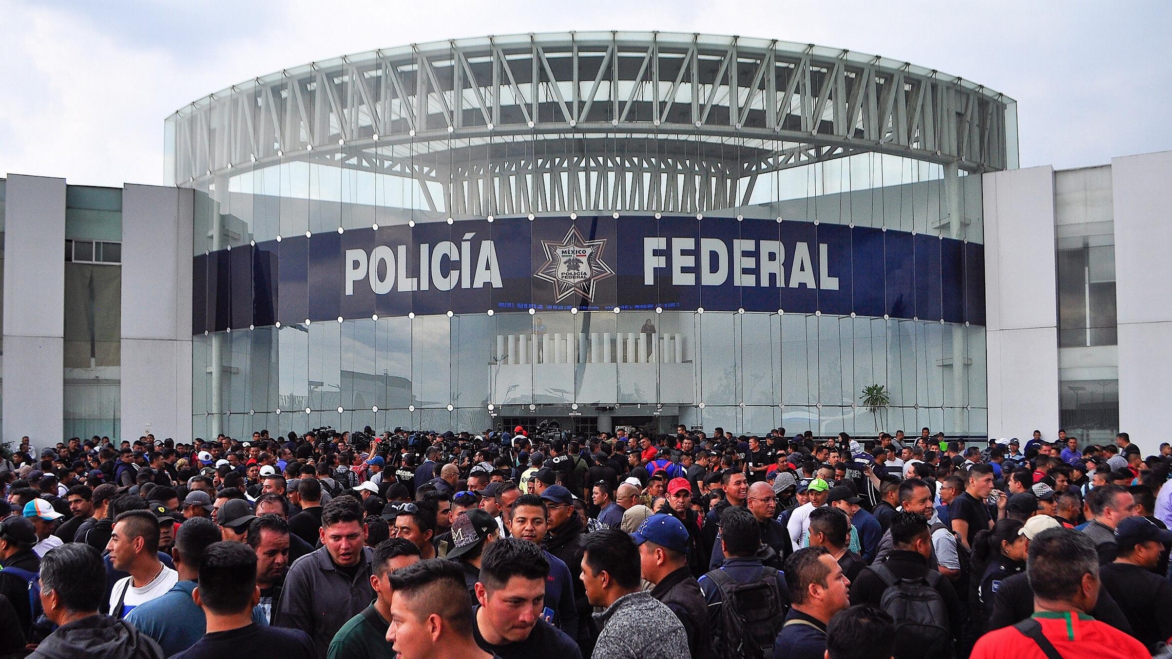 Policías federales preparan protesta en el AICM; ya los esperan agentes locales
