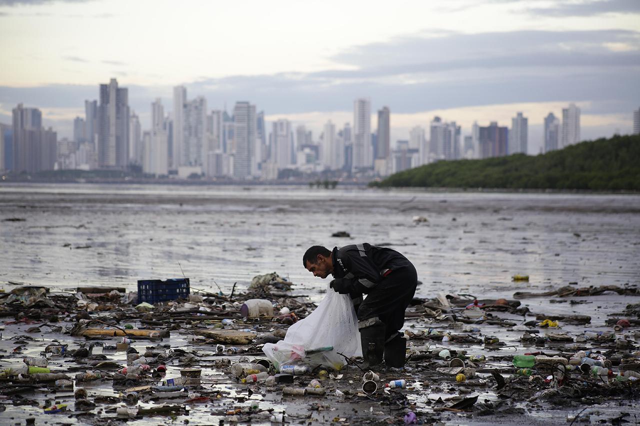 Busca UE reciclar 10 millones de toneladas de plástico