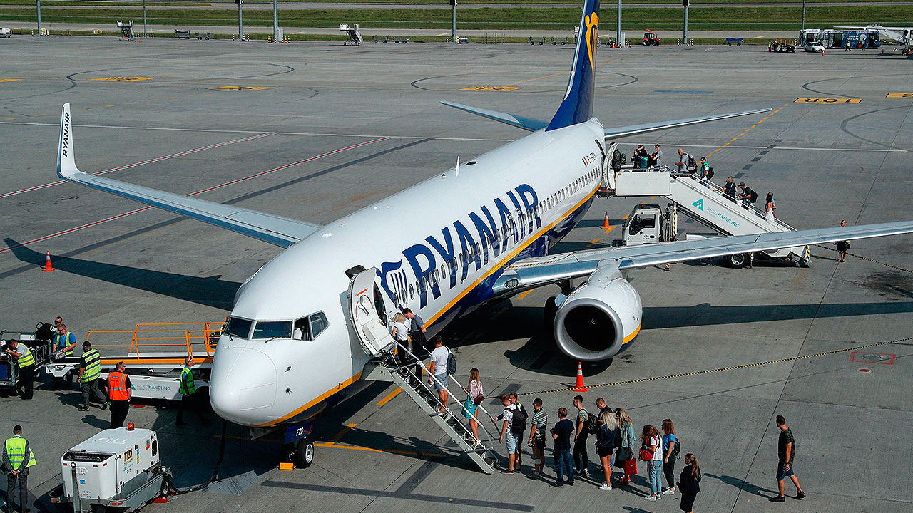 Pilotos de Ryanair aceptan reducción de sueldos para evitar despidos
