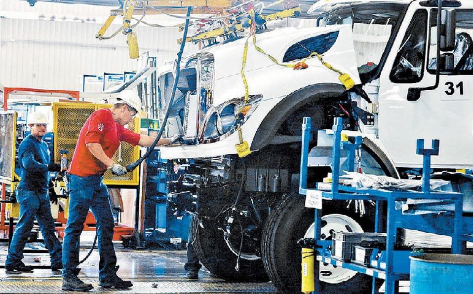 Reportan cifra récord de producción de vehículos pesados
