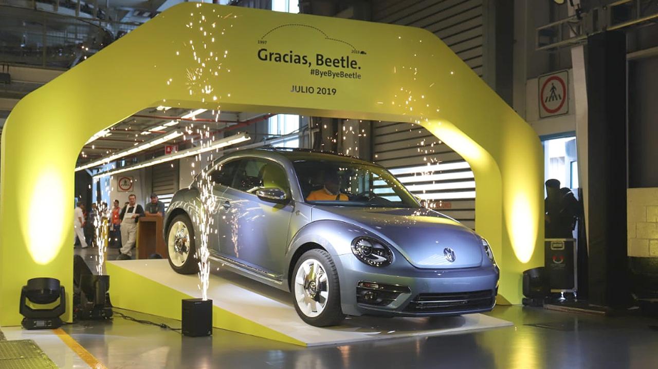 Volkswagen le dice adiós al 'Vocho': sale el último de la planta en Puebla