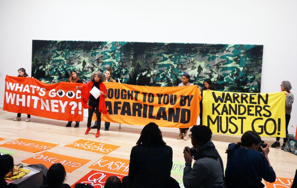Fabricante de gas usado contra migrantes renuncia al Museo Whitney