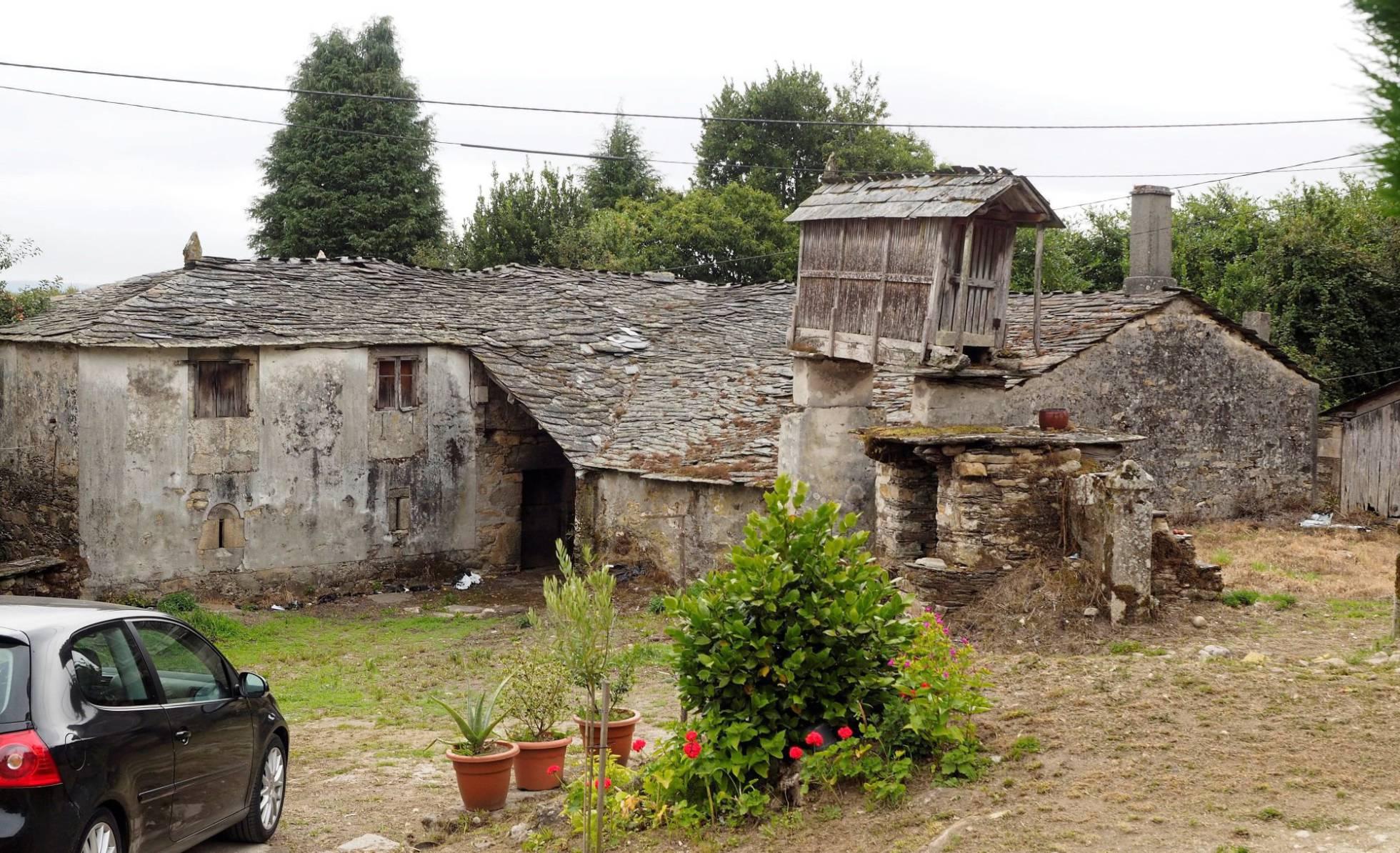 Jubilación a la europea: profesionistas compran una aldea y planean retiro conjunto