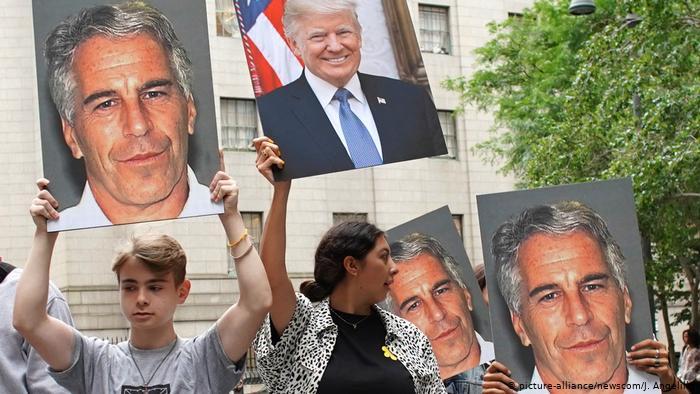 Análisis | En EU, indignación y teorías de conspiración tras la muerte de Epstein