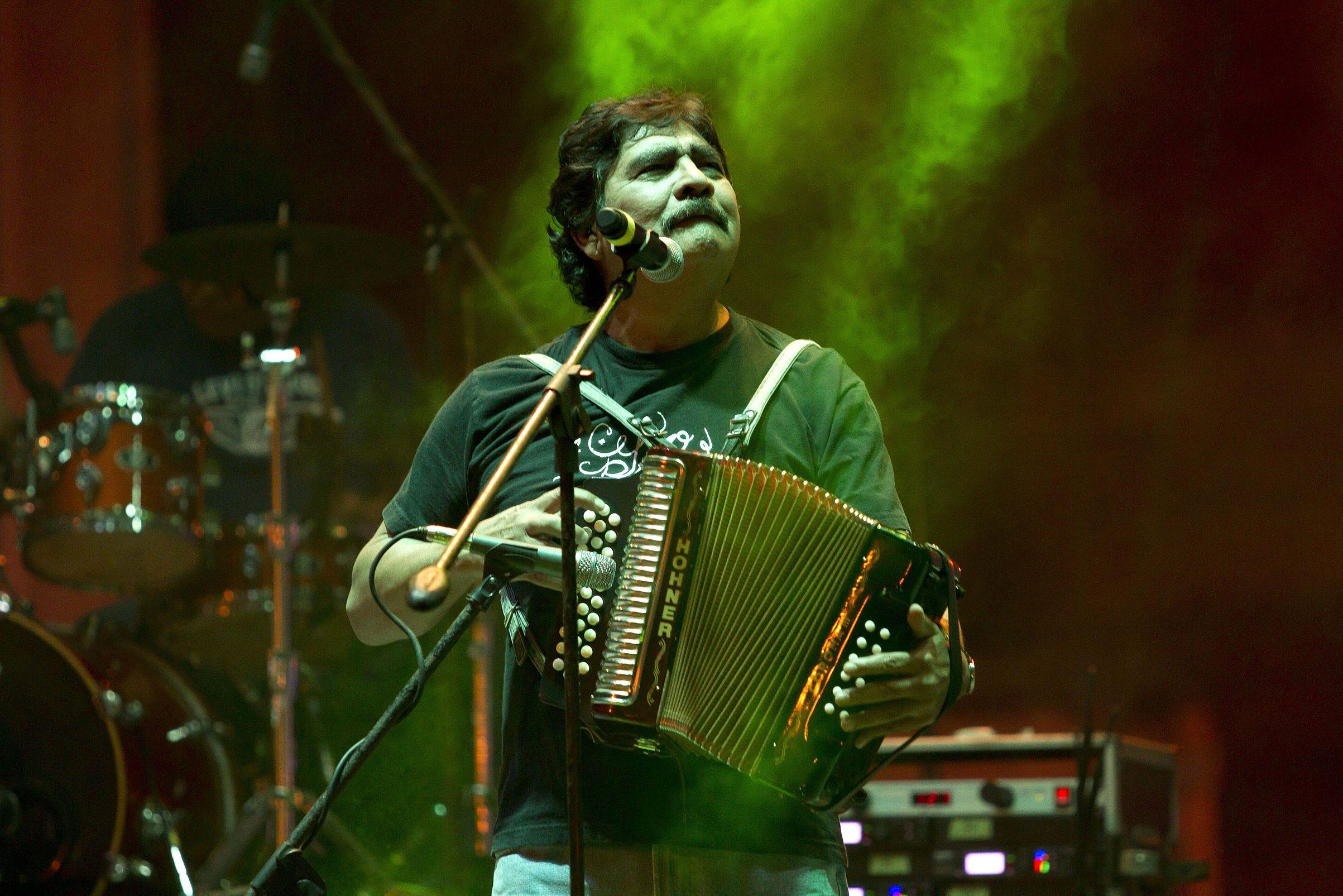 10 canciones para homenajear a Celso Piña, 'el rebelde del acordeón'