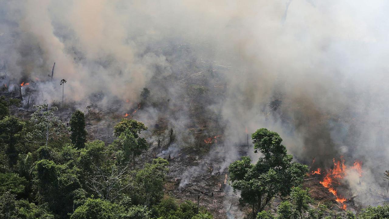 Macron y Bolsonaro se enfrentan por incendios en el Amazonas