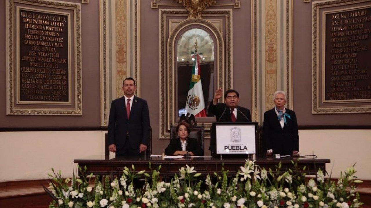 Miguel Barbosa asume la gubernatura de Puebla