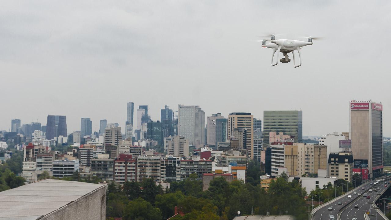 Pentágono compra 'caza drones' que atrapa aparatos ilegales al estilo Spider-Man