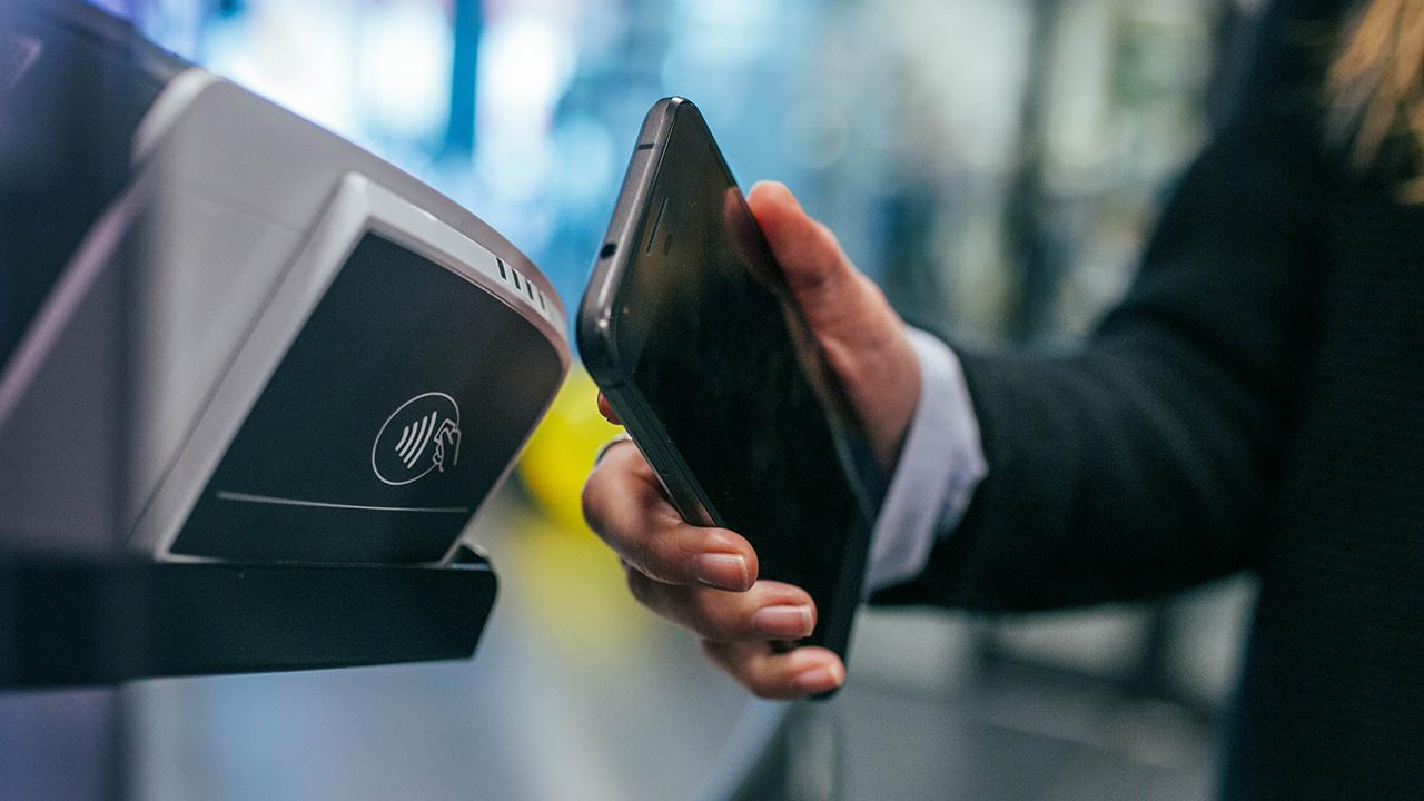 Esta fintech quiere que tengas el dinero en tu celular, no en la cartera