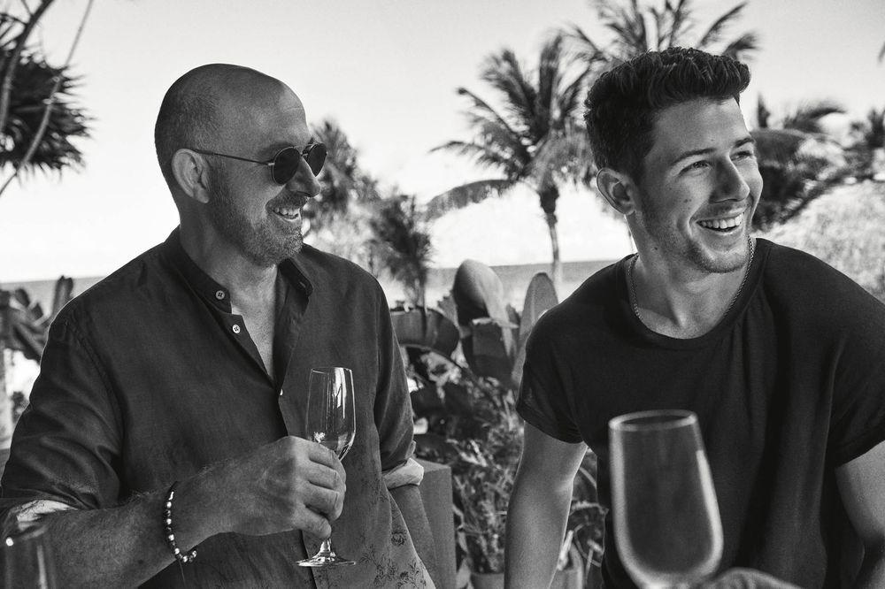 'Villa One', el tequila artesanal de Nick Jonas y John Varvatos