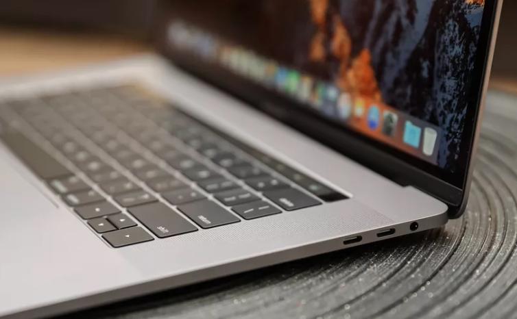 EU prohíbe en aviones ciertas laptops de Apple por riesgo de incendio a bordo