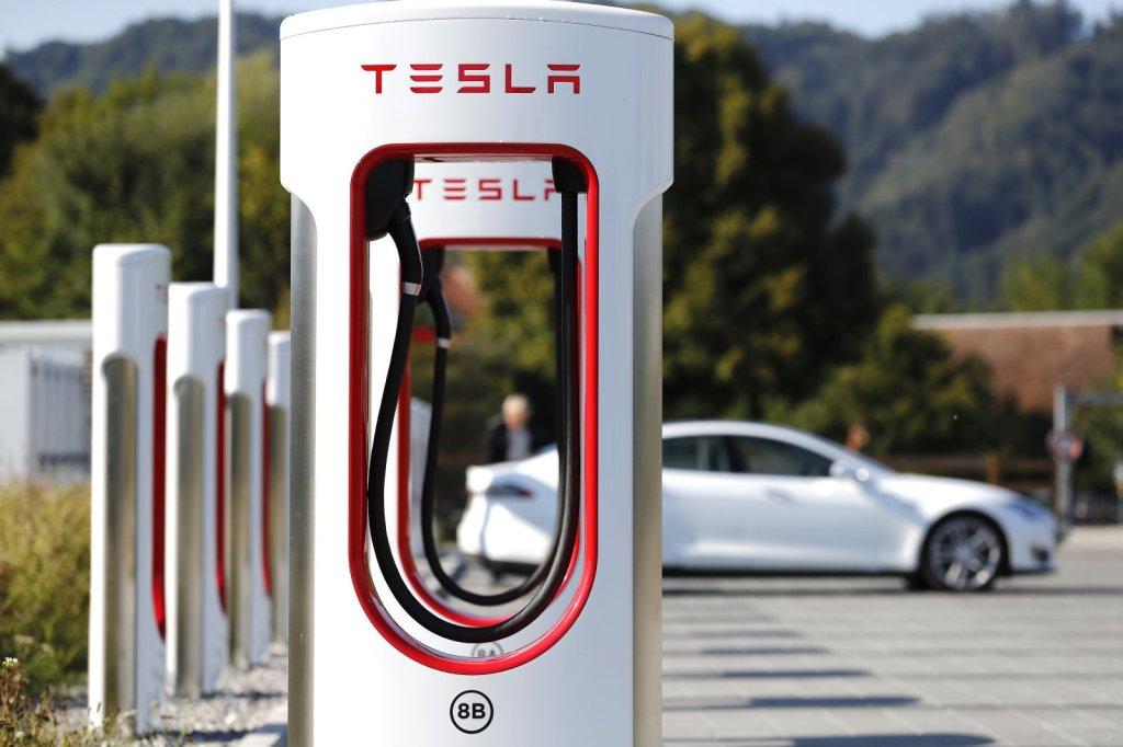 Acciones de Tesla se disparan tras reporte trimestral de Panasonic