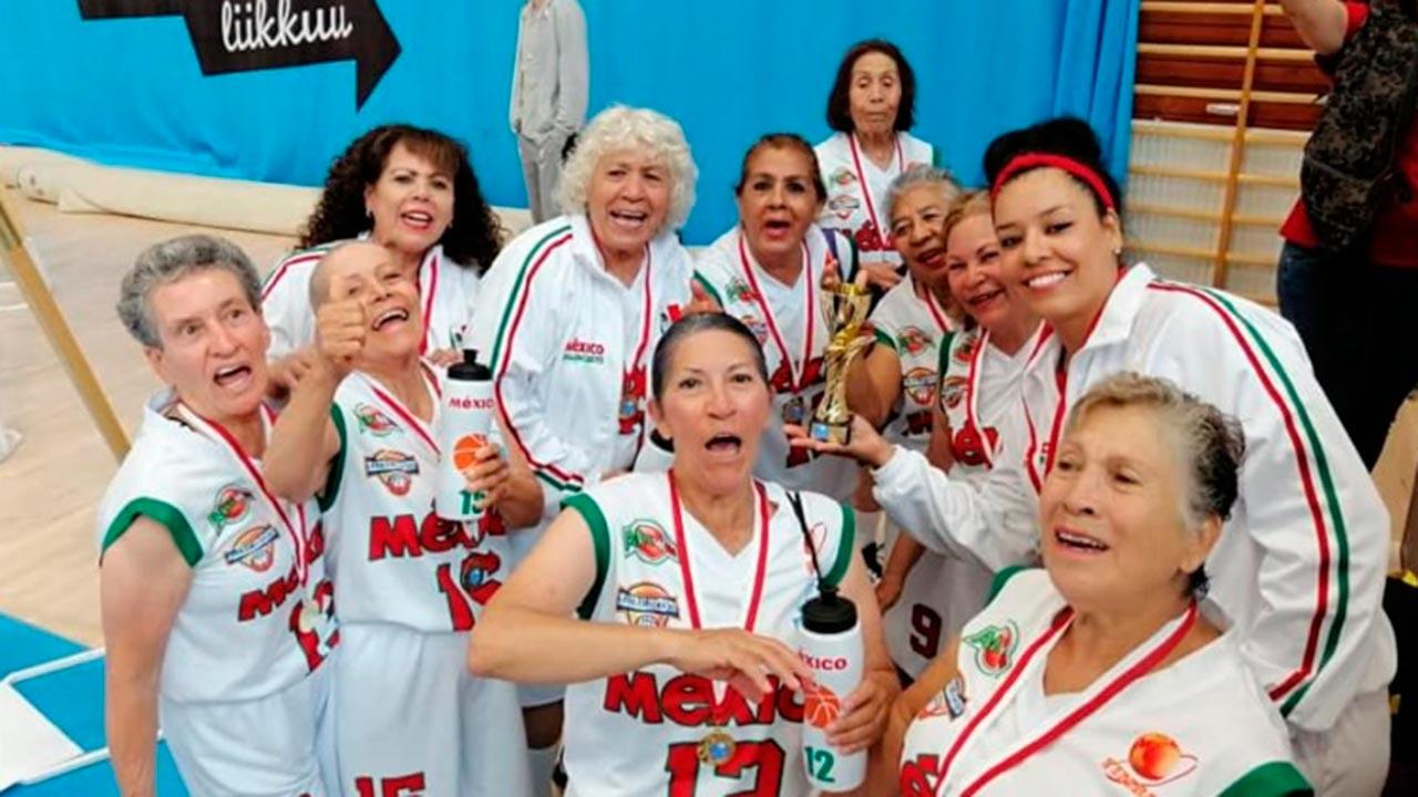 'Abuelitas' mexicanas ganan campeonato mundial de basquetbol en Finlandia