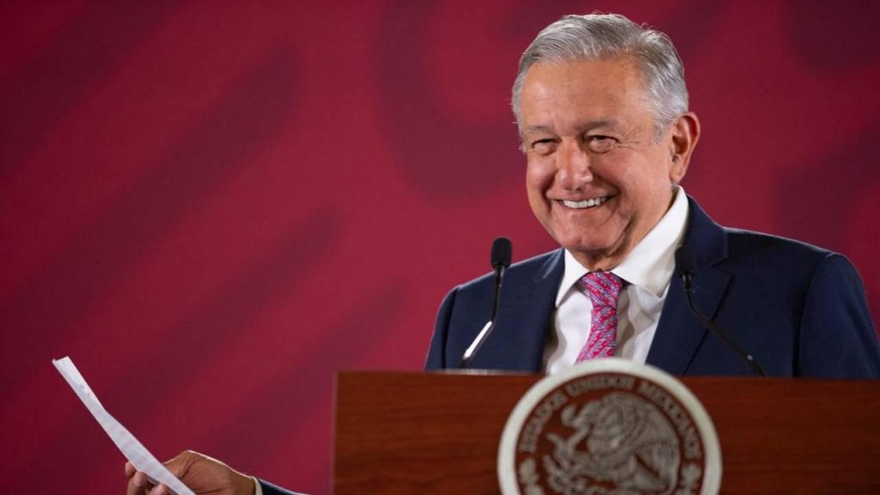 AMLO llama 'Borolas' a Calderón; le queda grande el cargo, revira