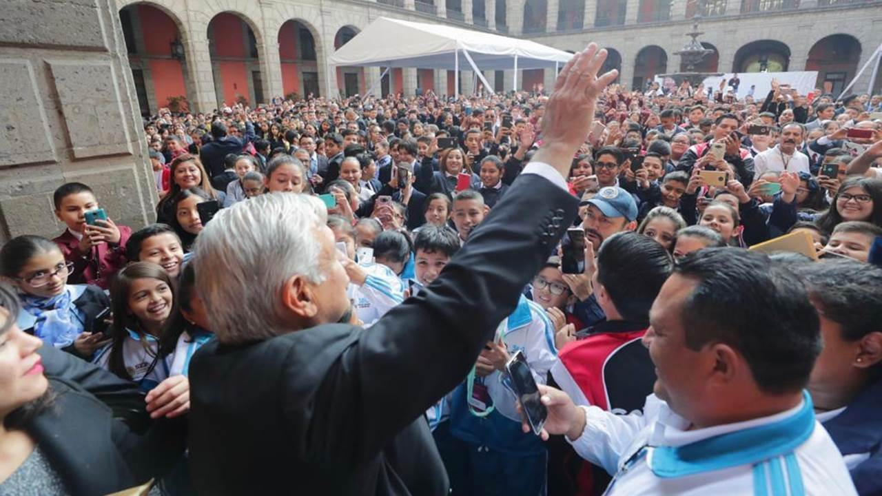 López Obrador invita a acudir al Zócalo para el Grito