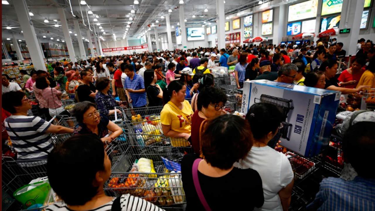 Enloquecen por inauguración de Costco en China; tienda cierra por desmanes
