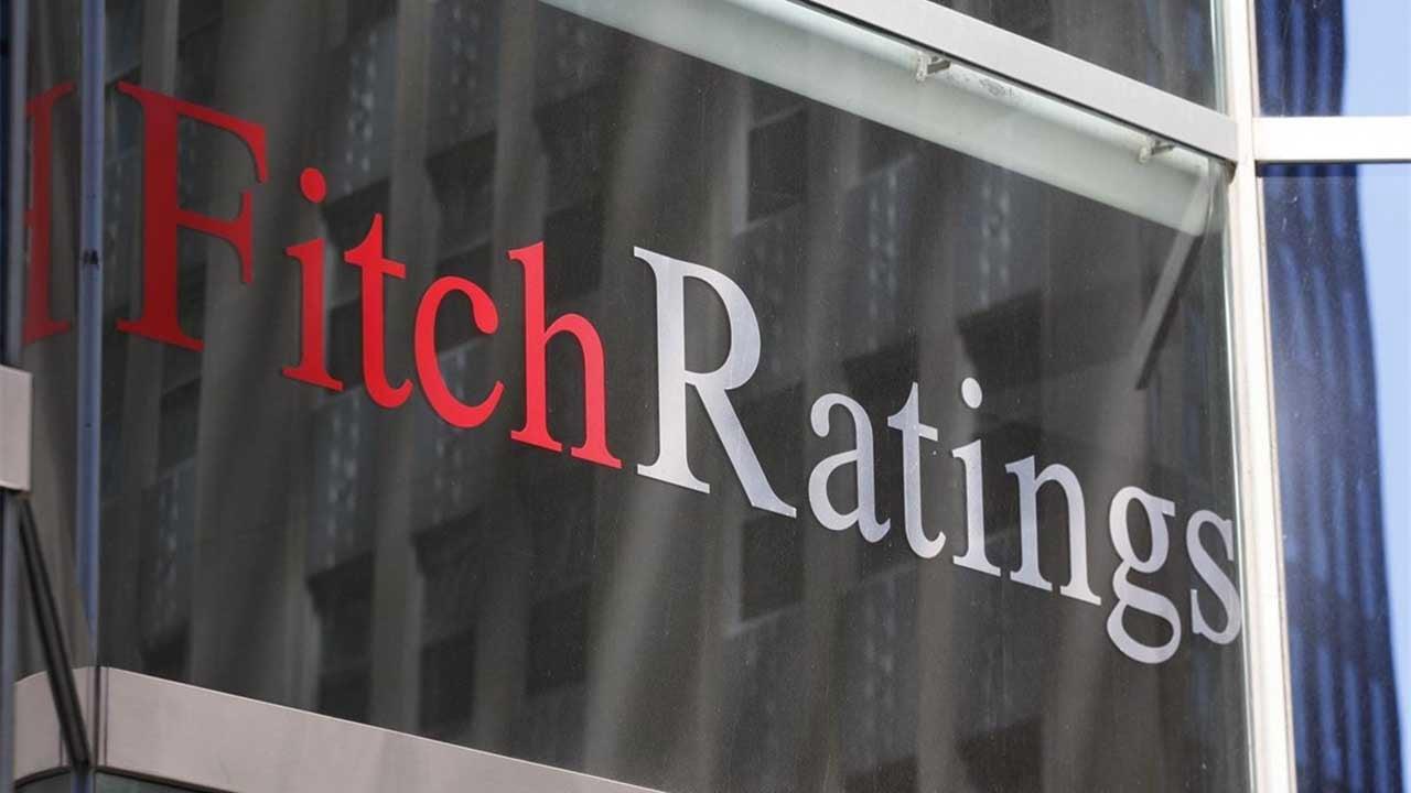 Débil crecimiento y bajos ingresos por petróleo presionan al presupuesto: Fitch