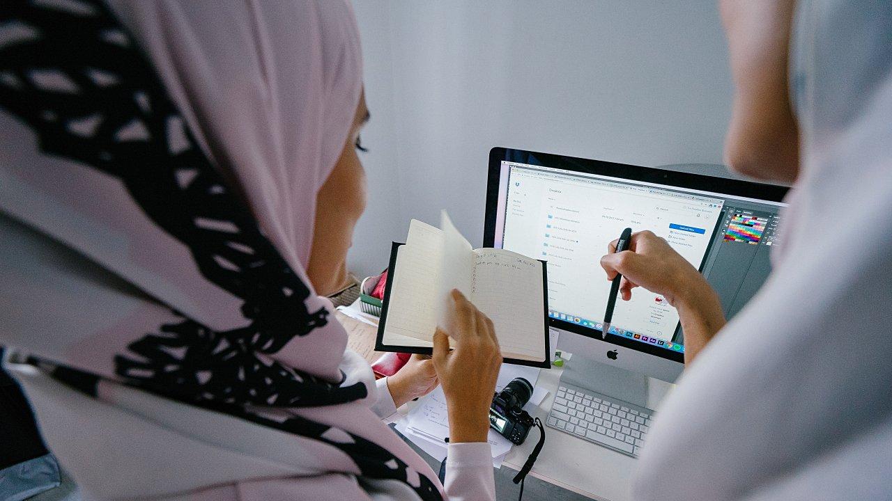 Arabia Saudita pone fin a restricciones de viaje a mujeres y les da más control familiar