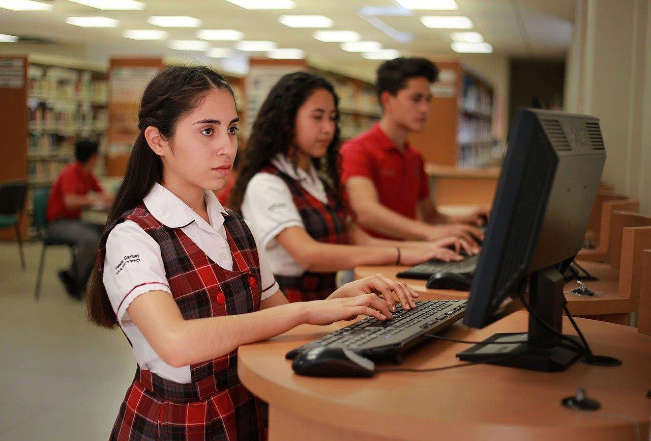 Jóvenes ya no respetan figuras de autoridad, advierte psicóloga de la UNAM