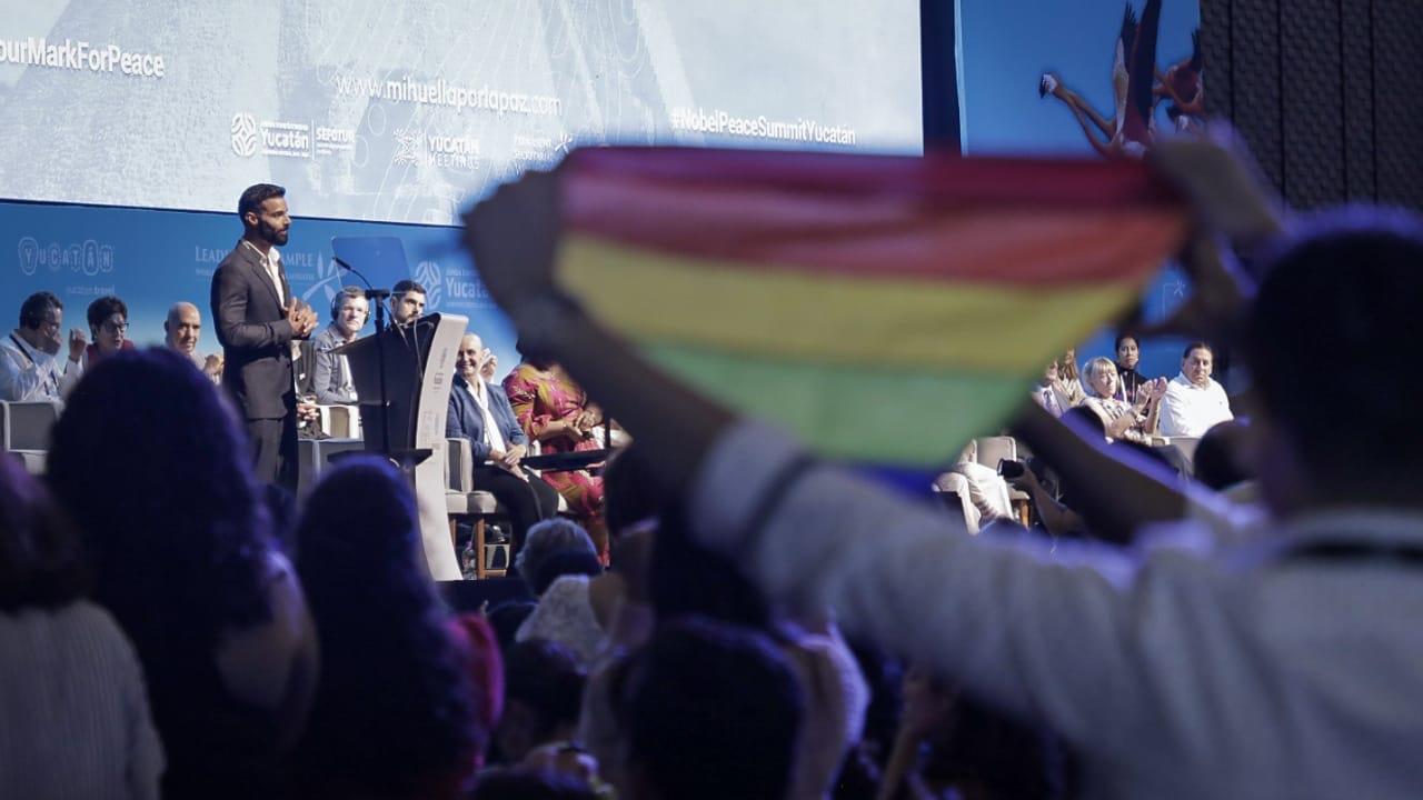 Ricky Martin recibe premio por la paz y se pronuncia por derechos LGBT en Yucatán