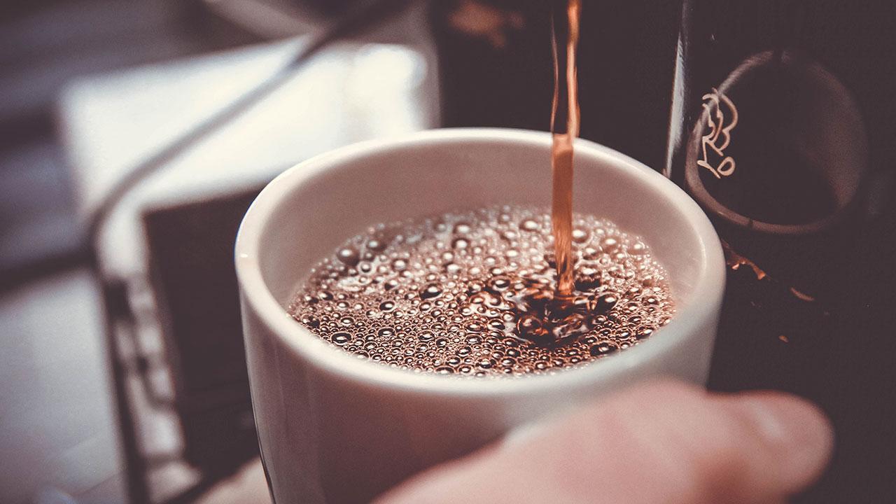 Esta iniciativa paga hasta 1,000 dólares por tomar café