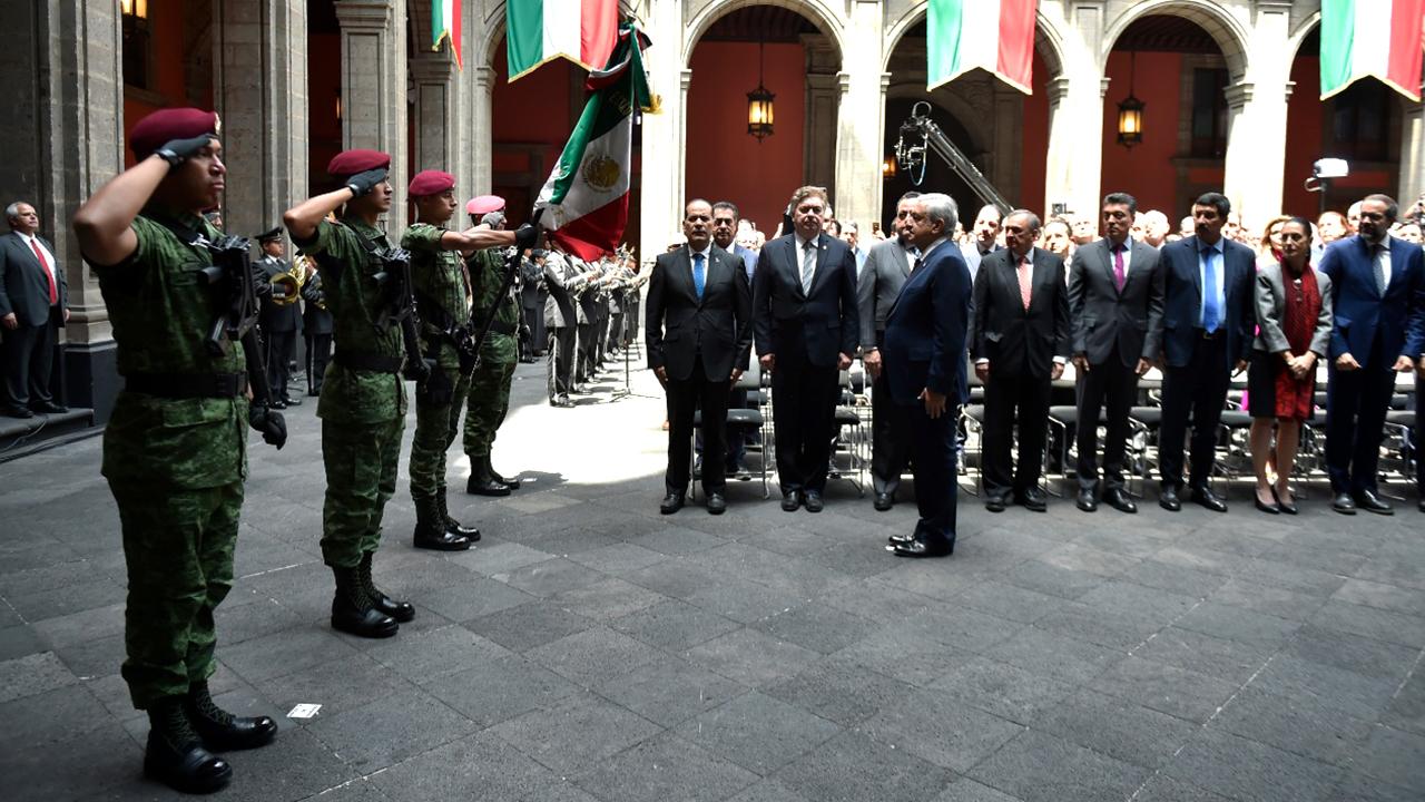 Mensajes en el día del presidente López Obrador