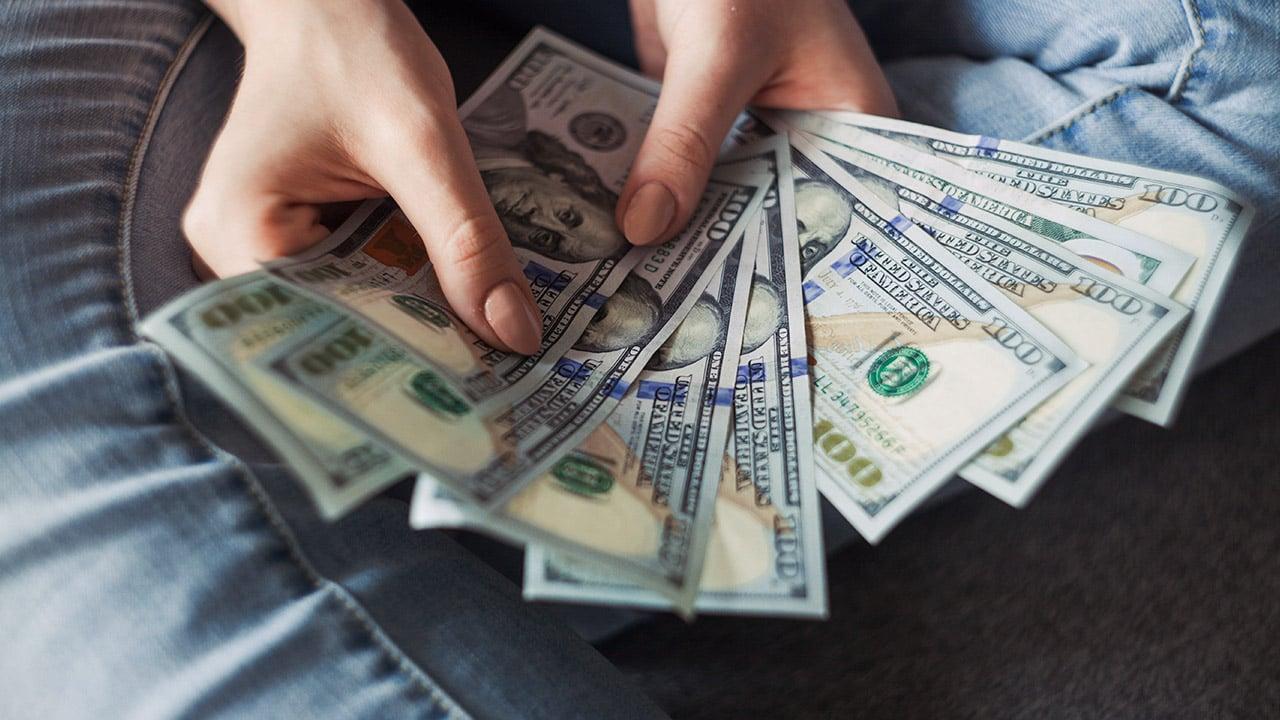 Remesas retroceden 2.6% en abril, luego de alcanzar récord