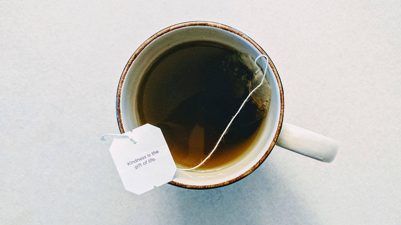 Bolsitas de té sueltan miles de millones de microplásticos: estudio