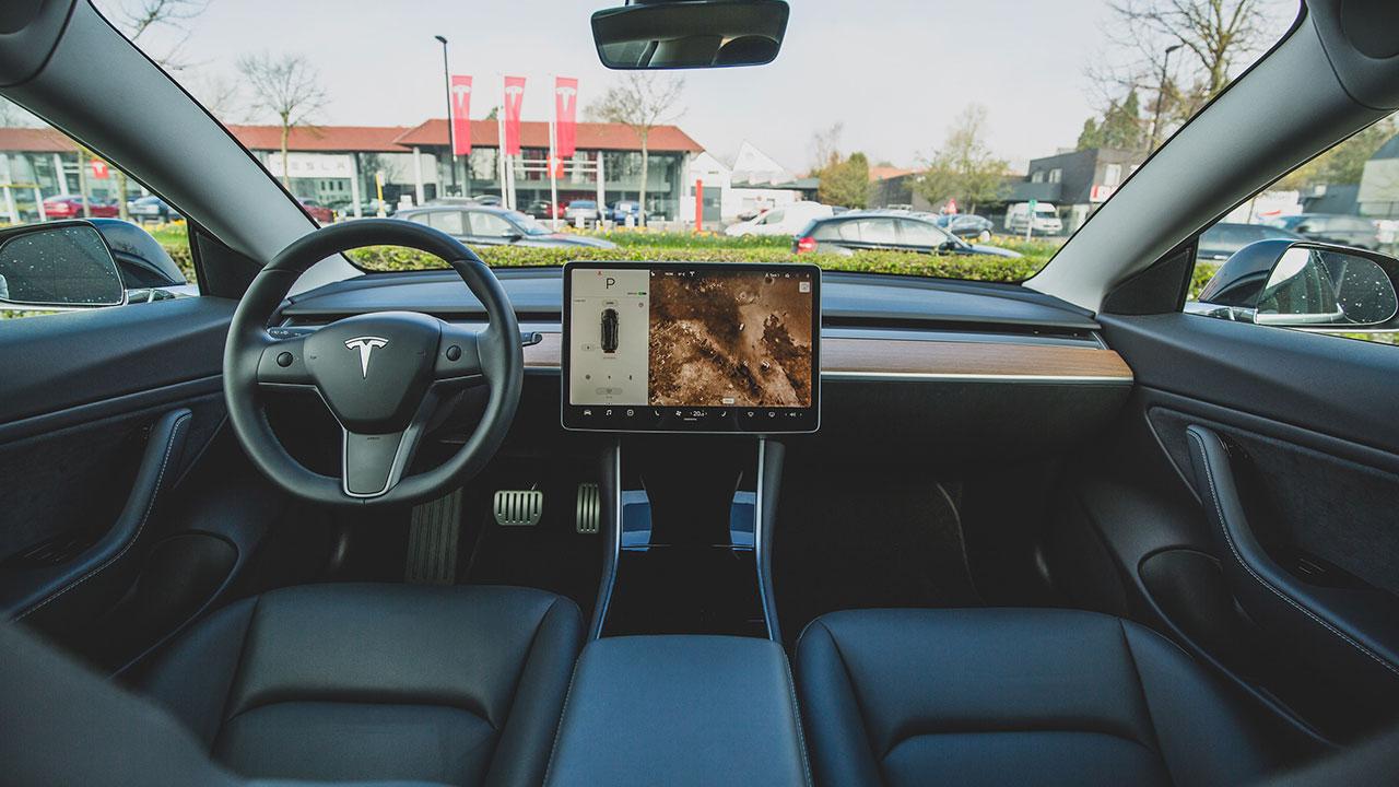 'Invocación inteligente', lo nuevo del software de Tesla
