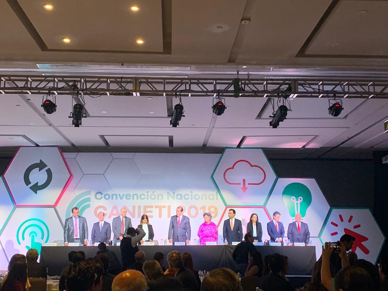 SCT alista programa para mejorar acceso de la gente a las telecoms