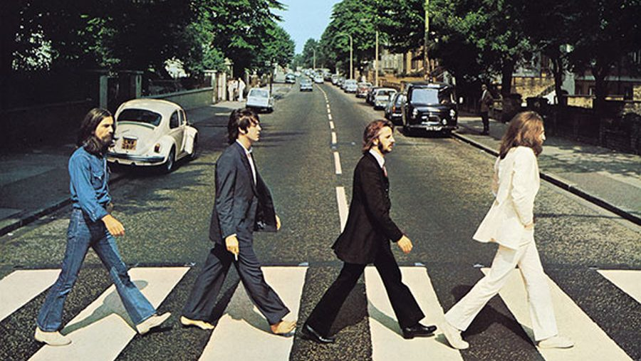 Volkswagen recrea la portada del álbum 'Abbey Road' de The Beatles